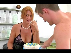 Milf ends with big facial