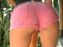 Franciska pokes her thong in her amazing pussy in the garden