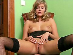 Office lady Holly Anderson fingerfucks herself