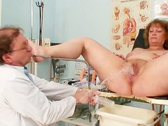 Obese ugly wanker Ariana gets busy with stimulating her mature wet cunt