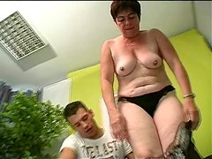 Ugly aunty Simone seduces the guy and sucks his dick