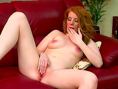 Busty milf gives stunning solo