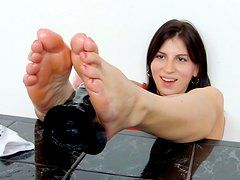 Zesty brunette Fernanda Martins rubs skeek dildo in between her feet