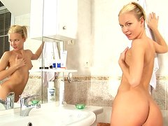 Astonishing stripper Alison makes us sweat in the shower