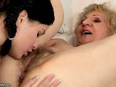 Betty's mature lover teaches her the right way of pussy licking