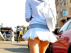 Amazing hottie caught under her skirt