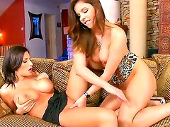 Tetas naturales - Beautiful brunette babe with sexy natural boobies Janelle is doing an awesome job