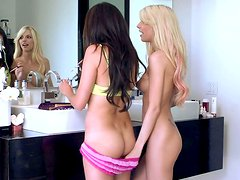 Jana Jordan and Shyla Jennings are playing hot lesbian games