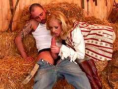 Blonde Linda Shane gives a hot blowjob and gets facial load