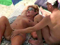 An amateur threesome at the beach