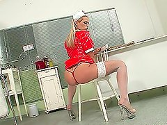 Chick In Nurse Outfit Puts Speculum In Her Gash