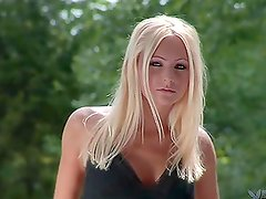 Hot blonde Sydney Fallon has a photosession in the garden