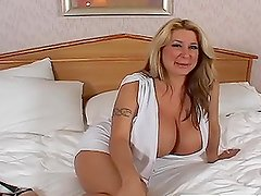 Busty cougar Summer Sin gets hotly pounded by two horny dudes