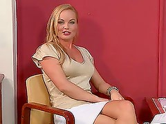 Michelle D shows her body to Silvia Saint during the casting