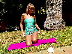 Nasty girl nasturbating her pussy and peeing on the grass