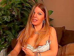 Gorgeous shemale hottie Vicki Richter likes it huge