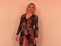 A blonde blowjobs and gets a lot of cum tro her face
