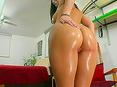 Jayden Jaymes makes cocks go up hard with her oiled tits