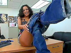 Entrevista - Nasty curly brunette in high heels fucks at the interview