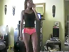 Homemade video of hot ebony babe shaking her ass in the gym