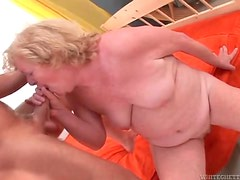 Old lady loves to suck on cock