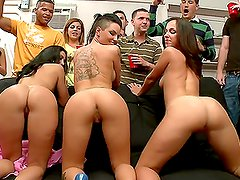 Fiesta en colegio - 3 Pornstars demolish college party blowjob crash
