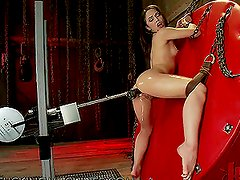 Bootylicious Brunette Loves Getting Drilled By A Fucking Machine