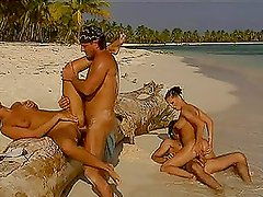 Two Couples End Up in Double Penetration Foursome at the Beach