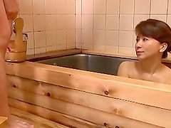 Reiko Makihara Fucking In The Bath and Giving Blowjob