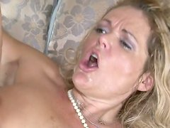 Puffy pussy of blonde milfie slut Kelly Leigh gets stretched with dick