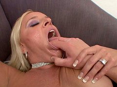 Robusto - Chunky blonde MILF Alexis Golden gets laid on a hardcore mode