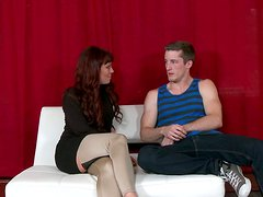 Seductive redhead mommy gets seduced for a quckie