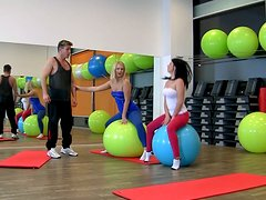 Curvy fitness slut Klaudia Hot in hardcore foursome