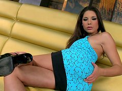 Terrific wanker Zafira masturbates her fancy on the couch