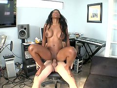 Cellulite assed Nyomi Banxxx rides her fucker