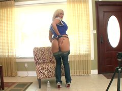 Scorching and curvy housewife Skyla Paris gives some head