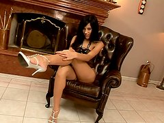 Brunette beauty Anita Pearl wears black lingerie and shows her muff