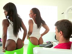 White dude gets lucky with two black babes in the gym