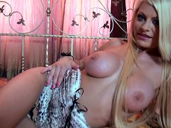 Cheapy strumpet Miky Gold masturbates and later gives a hot blowjob