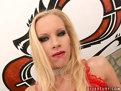 Skinny chick Gitta Blond doesn't mind to suck three cocks at a time