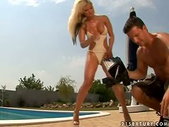How To Make a Porno with Hot Outdoors Anal Sex in Behind the Scenes Clip
