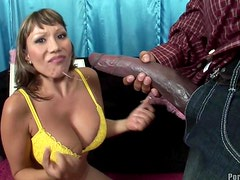 Pene monstruo - An Interracial Scene With A Monster Cock For The Hot Milf Ava Devine