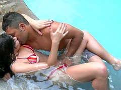 Wet pussy of Latin hussy Ana Lopes gets eaten in the pool
