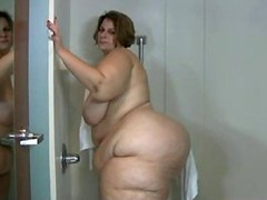 Sbbw takes a shower