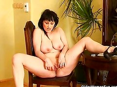 Busty mature housewife dildoing shaved pussy