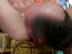 Hombre viejo - Ivy Gives Old Man Time Of His Life. / Ivy Winters