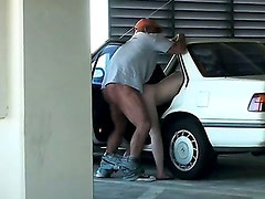 Blonde Gives Sex Show in Car