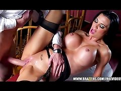 Sex waitress Jasmine Jae is taught to squirt