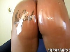 Thick Ebony Makes Oiled Booty Clap