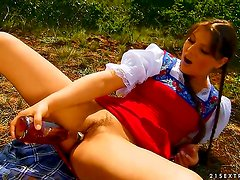 Agata goes for a picnic and she ends up stuffing her pussy and her ass with stuff from her basket. Theres